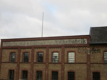 Außenansicht auf die Gebäude des ehemaligen KZ Osthofen Bildrechte: Jonas Binkle