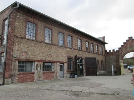 Außenansicht auf die Gebäude des ehemaligen KZ Osthofen;Bildrechte Jonas Binkle